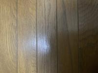 自宅の床なのですが、この床はフローリングかクッションフロア、どちらでしょうか。 写真だと分かりにくいとは思いますが、見分け方などあればお教え頂きたいです。