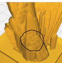 3dプリンターのサポート材の質問です。 スライサーソフトはcuraを使っているのですが、写真のようにサポート材がモデルに小汚くへばりついてしまっています。改善方法を教えてください。