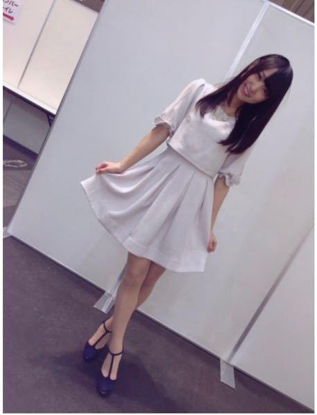 菅井友香ちゃんが着ているこの服どこのブランドのものかわかりますか?欅って書けない?の私服チェックでも同じものを着ていました。 またこのような形の靴はなんというのでしょうか?靴のブランドもわかるよ...