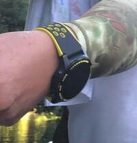 この腕時計が分かる方、メーカーと型番?モデル名?を教えてください。 よろしくお願いいたします。