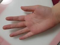 よく指長いって言われるんですけど、ぶっちゃけこの指って長いですか?