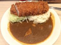 東京都心部のカレー屋さんのカツカレー(茨城県産林SPFチルド豚肉150g使用)、税込1200円のコスパいかがですか?高過ぎですか?