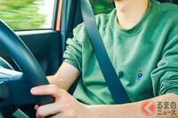 国産車(右ハンドル)を運転する方に お尋ねします。  ① シートベルトを引っ張り出すのは右手ですか? 左手ですか?  ② その時、腕や背中が つったり つりそうに なったりした事は ありますか?