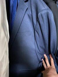 このスーツに合うネクタイ教えてください。 ワイシャツはワイドカラーの白です。 大学の入学式で着ます。 よろしくお願いします!