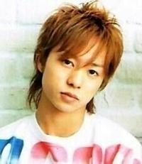 この写真の昔の櫻井翔君の髪型にツーブロックって出来ますか? (サイドを刈って上から髪の毛を乗せる感じ)