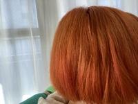 この色って色落ちしたら派手な金髪になりますか?それともベージュっぽくなりますか? オレンジブラウンにしてくださいと言ったらこれになったんですが、暗くお直ししてもらえるのでしょうか