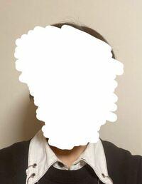 マイナンバーカードの写真について質問です。 家で自撮りして、これでオンライン申請したのですが、背景の影がやばいのでは…?と思い始めました。 一回写真申請落ちてるので通ってほしいところですが…  どうでし...