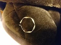 このイヤリングは、どちらの製品ですか?またおいくらくらいしますか?