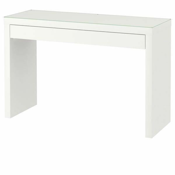 IKEAのドレッシングテーブルを使ってる方いますか?このホワイトはオフホワイトでしょうか?それとも少しクリーム色に近いホワイトでしょうか? 近くに店舗がなく、ネットで買いたいのですが色が分からず困ってます。 ちなみにIKEAのテレビ台も持ってるのですが、クリーム色に近くて好みのホワイトじゃなかったです。IKEAのホワイトはどれもオフホワイトではないのでしょうか?教えてください!