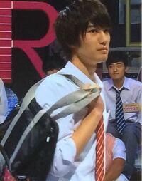 ドラマやアニメとかで男子高生がこういうスクバの持ち方してるのをよく見かけますが、この持ち方の名前ってありますか??