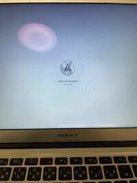 MacBook AirのOSアップデート中に間違えて強制終了させてしまいました。真っ白な画面から起動しなくなってしまったのでネットでいろいろ調べてやっいたらこの画面になりました。 再び使えるようにするにはどうすればよいでしょうか?
