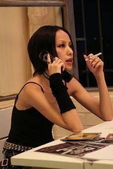 中島美嘉が腕に着けてる黒いリストバンドのようなものが欲しいのですが…なんて検索したら出てきますか?