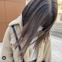 ブリーチ回数による質問です。 写真のような髪色にするには何回ブリーチが必要でしょうか?因みに私はブリーチ歴2回(髪の下の方2分の1)ブラウンの暗めカラー(髪の上の方2分の1)で、全体的に落ち着いたブラウンです。 地毛は焦げ茶色です。 平均目安でいいので教えて頂けると助かります!
