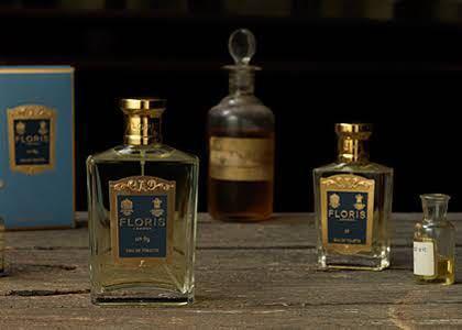 30代の男性向け香水を探しています。 フローリスNo.89の様な香りのするお勧めはありますか? 【トップ】 ベルガモット、ラベンダー、ネロリ、ナツメグ、オレンジ 【ミドル】 ゼラニウム、ロー...