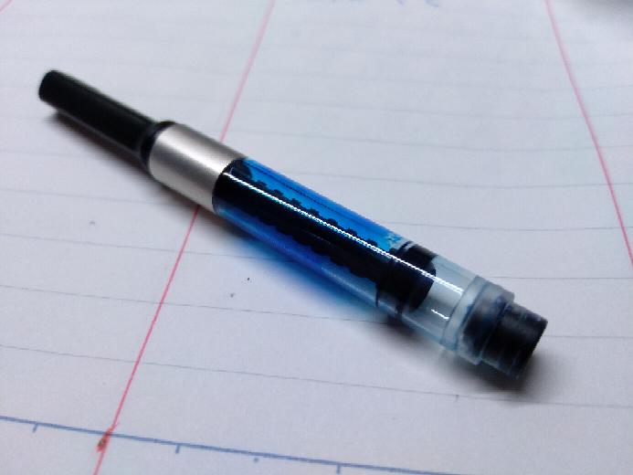 LAMY 万年筆 コンバーター LAMYステュディオの万年筆のコンバーターです。下の写真のようなことになってしまっているのですが、どのように洗浄すれば良いのでしょうか。また、分解が可能なのであれ...