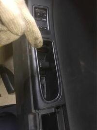 RX-7のFD3sの部品についてどなたか教えて下さい。 写真のドアノブ部分にある普段は蓋に隠れてるネジは今でも手に入りますか?