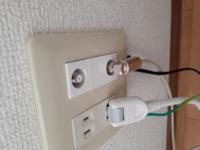 WiFiを繋ぐLANケーブルを挿すところが無く、代わりにフリーWiFiとして置いてあるルーターがテレビのアンテナケーブルに繋いであります。 LANケーブルの代わりにアンテナケーブルでも使えるんですか? 光を契約し...