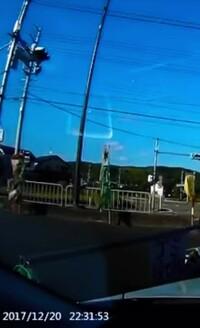 画像の時間に注目して下さい。22:30を回って空が真っ青で明るい事ってあるのでしょうか。