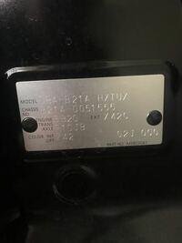 車の傷の修理をしたいのですが、初めてやるもので、色番があっているかどうか不安でお聞きしたいです。 これは私の車のコーションプレート?ですが、 この場合のカラー番号はX42であっていますか?(><)  調べてもイマイチ確証がなかったので、知っている方や同じ車に乗っている人がいたら教えて欲しいです。 デイズルークスハイウェイスターです。