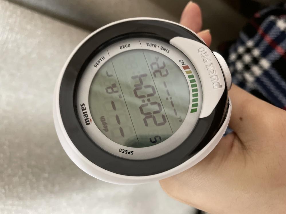マレスのパックプロ、ダイブコンピューターの時刻設定方法を教えてください mares puckpro 表示されている時刻が5分進んでいるようでどのように設定するか教えていただきたいです。 また購入...