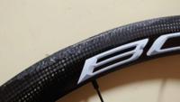 ロードバイクのカーボンホイールでリムが損傷してしまったので個人で多少ヤスリをかけてこの状態なのですがブレーキなどの面からみて危ないで しょうか。また危ない場合修理に出して直るものでしょうか。