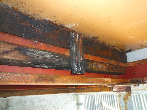 屋根勾配1/40を、軽量鉄骨H鋼梁母屋に木かなにか上に嵩上げして小屋束かわりにして、勾配5/100にしてガルバ縦平葺き替えしたいです 軽量鉄骨築40年布基礎トタン切妻緩勾配、旧ナショナル住宅です。