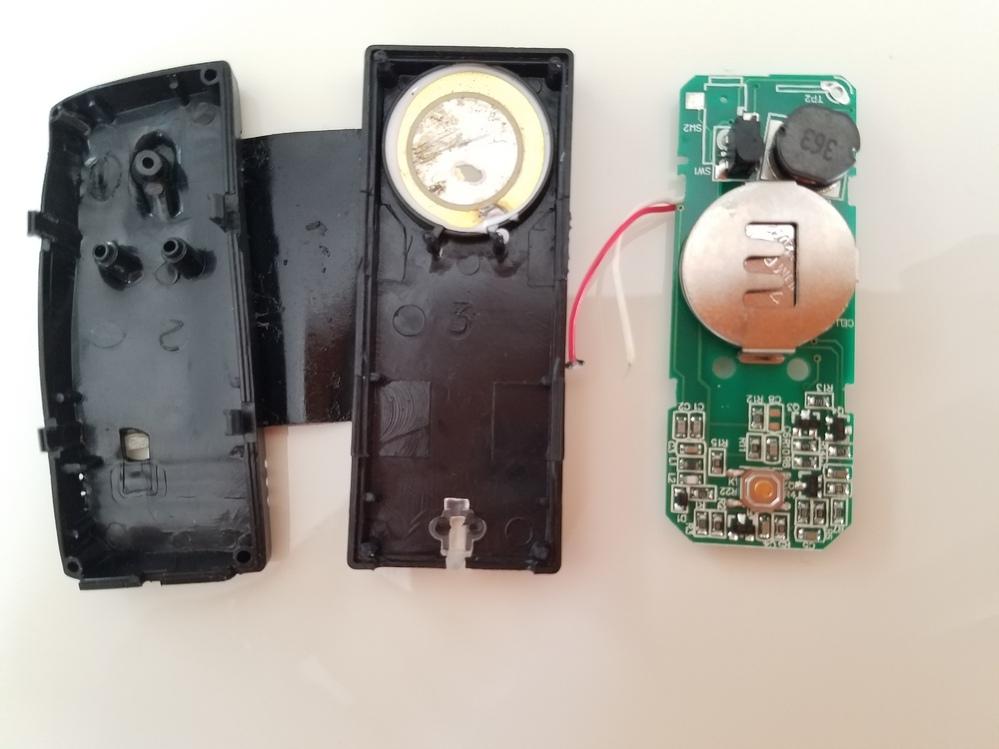 こちらは盗聴器でしょうか? 身に覚えのない物を自宅で見つけました。わかる方がいらっしゃいましたら教えて下さい!