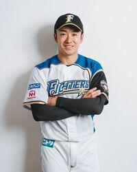 斎藤佑樹さんは北海道日本ハムファイターズに入団してから、ほとんど二軍でプレーしている印象があります。 今年で満33歳になりますが、30歳代後半までこの状態のままプロ野球選手であり続けるのでしょうか?それとも、野球の素人である私では分からない可能性や潜在能力の持ち主なのでしょうか?
