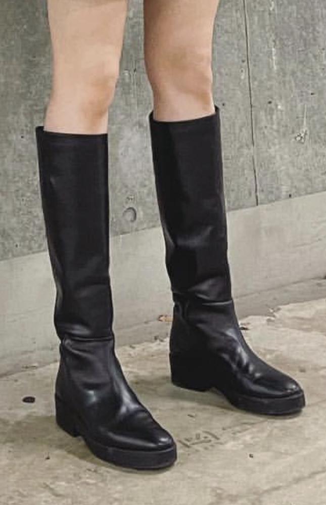 新木優子ちゃんが最新のInstagramに載せていた、ZARAのブーツなのですが 名前分かる方いらっしゃいますか?(;;) 似てるものが多くて困ってます……