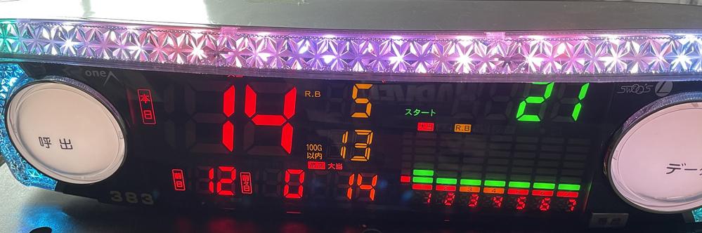 こちらのデータカウンターの日付の更新の仕方が全くわかりません 2日分データが取れていますが知人から貰って電源を入れた時からこの状態でした 回転数、BB回数、RB回数はカウント出来ました。 わかる方いたら回答よろしくお願いします。