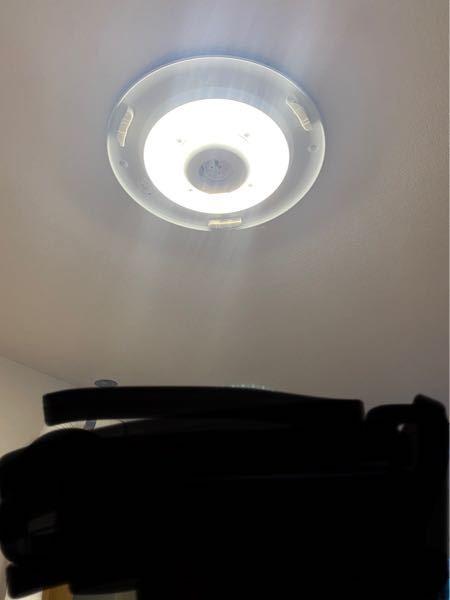 電球についてです。 おしゃれな電気にしたいです。 持ち家ですが入居時から普通のシーリングライトが付いており、外すとこのようになってます。 ニトリなどでこれが良いなーと思うものがありますが、私の...