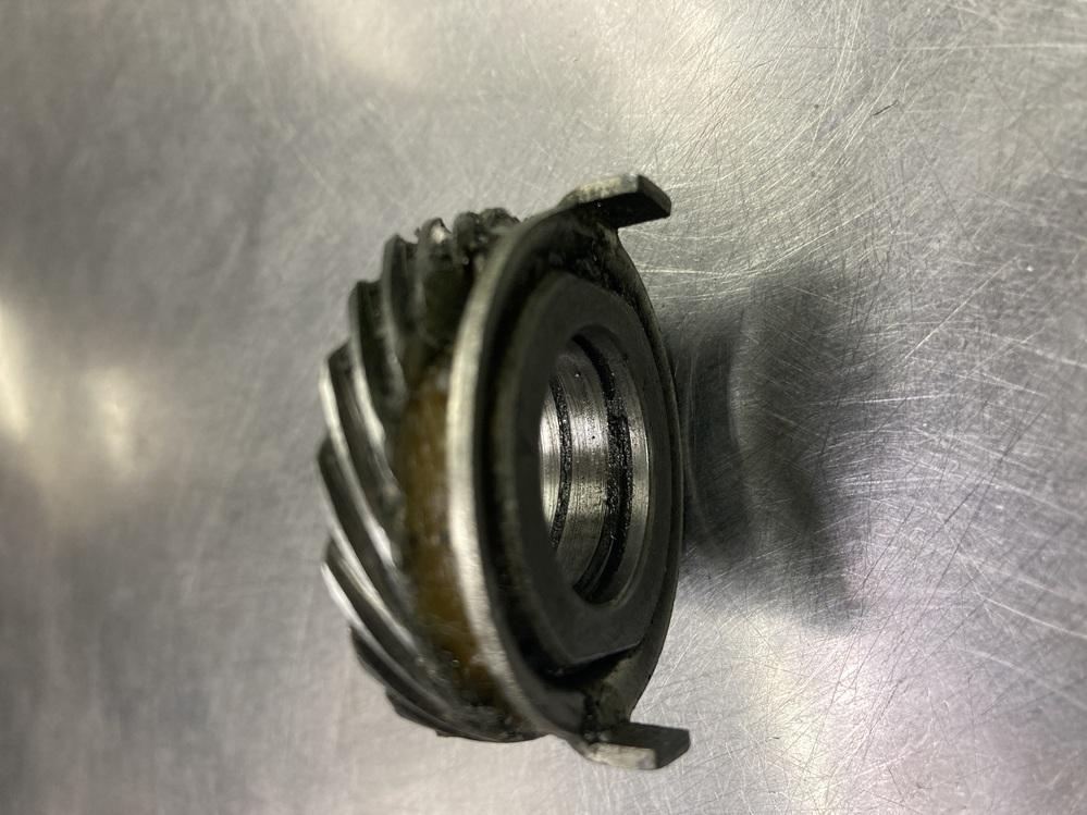 教えて下さい! ホンダダックスエンジン以外分解して1つ部品がどの場所かわからなくなり質問させて頂きます。 宜しくお願いします。