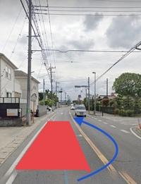 前方の障害物を避けるために対向車線にはみ出しての追い越し。  こういう交差点でもやっていいのでしょうか?