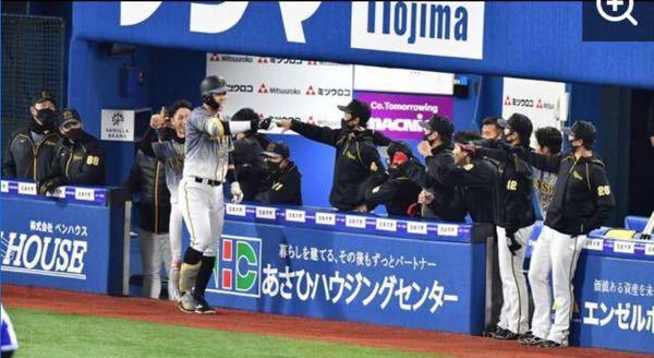 佐藤輝明がホームランを打った時に、阪神ベンチがZポーズで佐藤輝明を出迎える。 というのがパター...