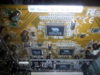 パソコンについてるこの機械はなんですか? 黄色のやつです
