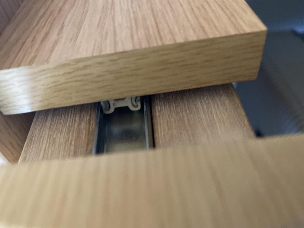 至急教えてください。 机がこれ以上開きません。 懐中電灯で何度も見ましたが引っかかるものは無いように思います。 なのに、開きません。 対処法ありますか?