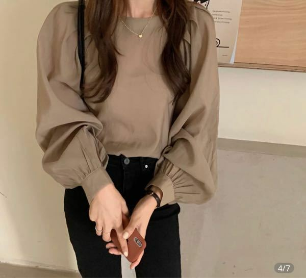 こういう服きたら下着透けますよね? 透けないようにどのような服を着ればいいですか?