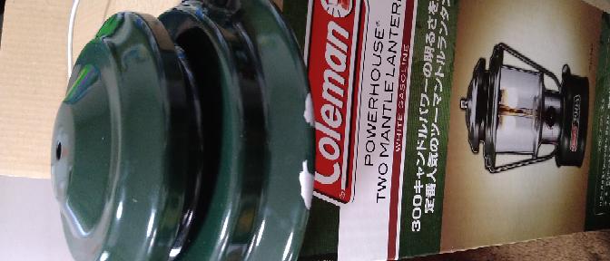 コールマンのランタンを購入したのですが、写真の様に塗料が剥げています。 業者とのやり取りの中で、返品交換はないものとして、色を塗ろうとしたら、耐熱の塗料が必要かと思います。 傘は何度くらいになるものでしょうか?