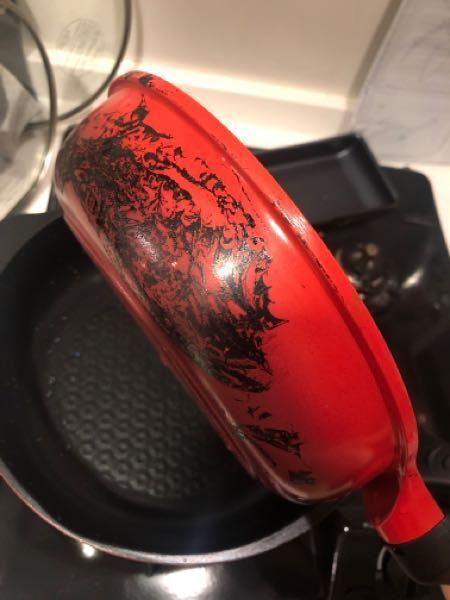 フライパンが、料理をしている間におそらくサランラップがついてしまい、焦げ付いてしまい、取れません。 お酢で沸騰させた鍋につけておいてみたりもしたのですが、全く効果がありません。 何か良い方法が...