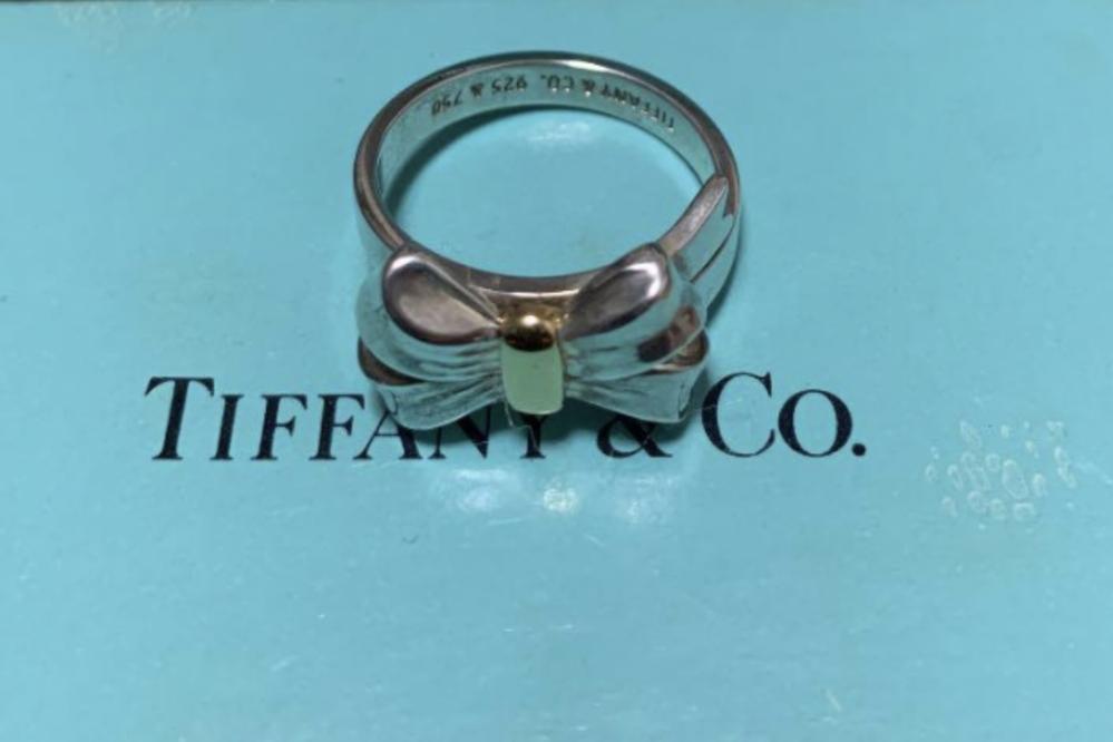 写真のティファニーのリング、今はもう販売していないのですが定価が知りたいです。 よろしくお願いいたします!