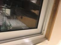 窓用エアコンを付けたいのですが窓の立ち上がりとはなんの事ですか? 写真のが家の窓です。