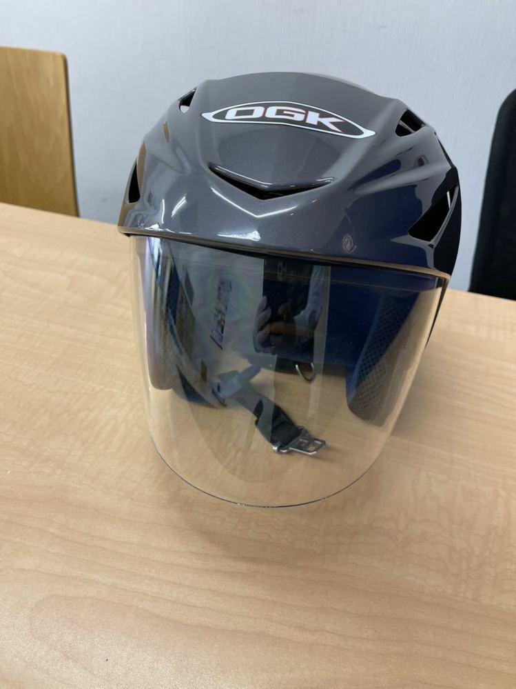 このOGKは偽物ですか? ジェットヘルメットですが、偽物でしょうか? ヤフオクで売ってます!