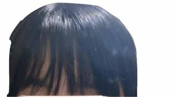 こんにちは。前髪についての質問です。外に出かける前にストレートアイロンで真っ直ぐにして毛先だけ巻いたりケープをかけて固めたりしているのですが出かけたあと帰ってくるとこんな感じのうねってボサボサでとにか く汚い前髪になってしまいます…対処法などありますか??