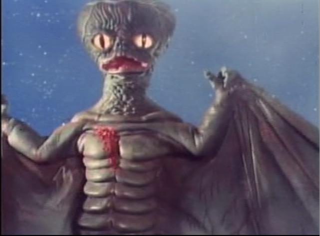 東映はテレビでは怪獣の出る作品を作ったのに映画では1本も怪獣映画を作らなかったのは何故でしょうか?違ったら御免なさい、時代劇ものとかでありましたっけ? 大映 ガメラ 松竹 ギララ 日活 ガッパ 東映 ???