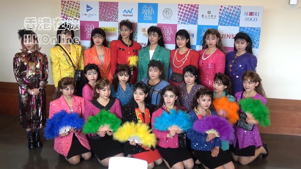 この写真はアジアの大きな「COOL JAPAN FEST 2018」というイベントに出場した登美丘高校ダンス部OGメンバーの写真です。 この写真に写っている方の名前とそれが何方かをわかるだけ教え...