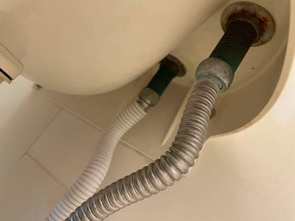 このようなデッキ2ハンドルシャワー混合栓のタイプなのですが、逆止弁アダプターを取り付けることは可能でしょうか?