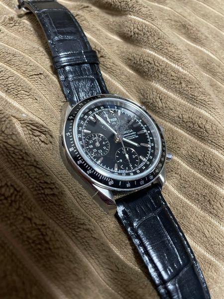 時計のオメガに詳しい方に質問です。 こちらの時計はなんという名前ですか? ちなみにこの時計の裏には 100m/330ft SPEADMATER 真ん中に馬とその馬の口付近に羽 足は無く、蛇のようなものが生えてます