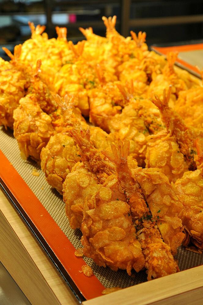 ブルマー将軍に質問です 神奈川県E市名物のエビフライカレーパン こんなにたくさん、ペロリといけますか?