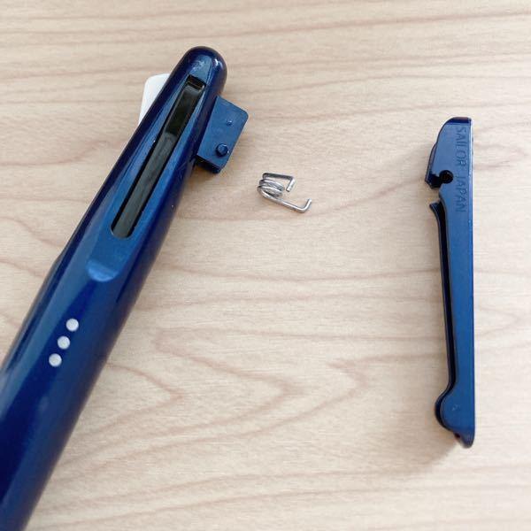 ボールペンのクリップの部分が破損してしまいました。 これを元に戻すことって可能なのでしょうか?