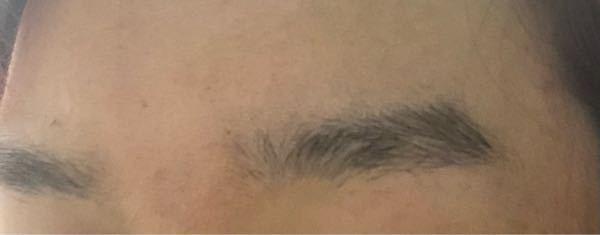 眉毛を整えたいんですが、男の割に眉が薄く毛量が少ないので、整えたら眉がないような薄さにならないか心配です。整えない方がいいでしょうか? 通っている美容院で眉カットもしているようなので、頼んでみようと思っています。
